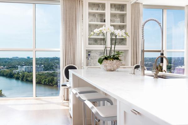 Agent kitchen to window