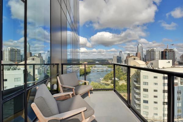 Agent  2209 balcony view  3